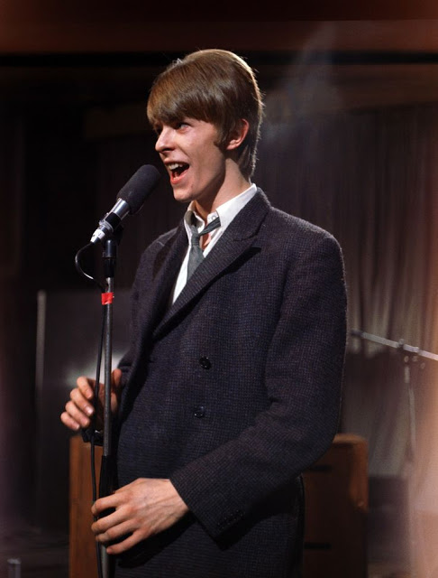 David Bowie in the early Days of His Career (11)