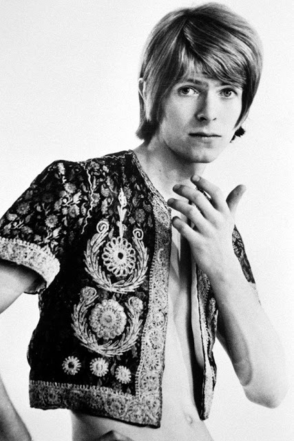 David Bowie in the early Days of His Career (16)