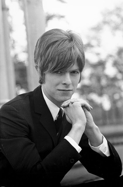 David Bowie in the early Days of His Career (20)