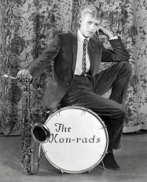 David Bowie in the early Days of His Career (22)