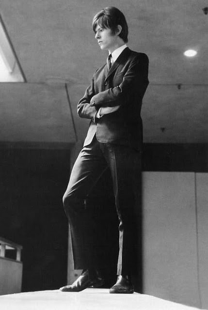 David Bowie in the early Days of His Career (23)