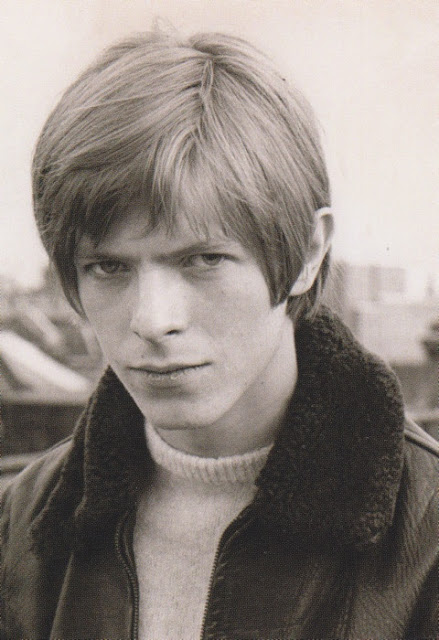 David Bowie in the early Days of His Career (25)