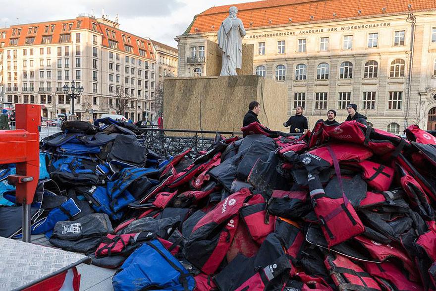 refugee-life-jackets-konzerthaus-ai-weiwei-13